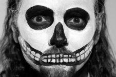 Keren, vokalis band Death metal ini seorang nenek berusia 96 tahun
