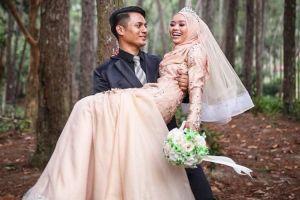 Berkat Instagram, guru & murid beda usia 12 tahun ini akhirnya menikah
