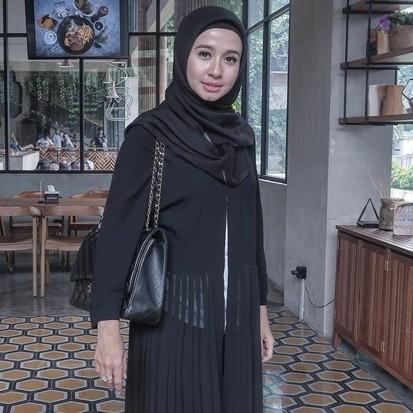 Kenakan penutup model turban, 5 seleb cantik ini dikira lepas hijab