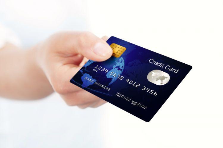 Gratis iuran 1 tahun ditambah cashback? Pakai kartu kredit ini aja!