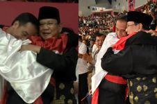 12 Ekspresi kebahagiaan warganet lihat Jokowi dan Prabowo berpelukan