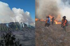 Momen detik-detik Bukit Teletubbies Bromo terbakar
