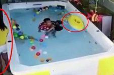 Ditinggal ibunya teleponan, bocah ini nyaris tewas tenggelam