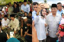 9 Momen Prabowo kunjungi korban gempa Lombok, ditemani Titiek Soeharto