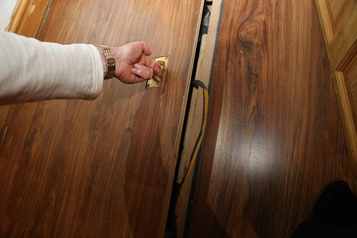apartemen baru pintu rahasia © Boredpanda.com