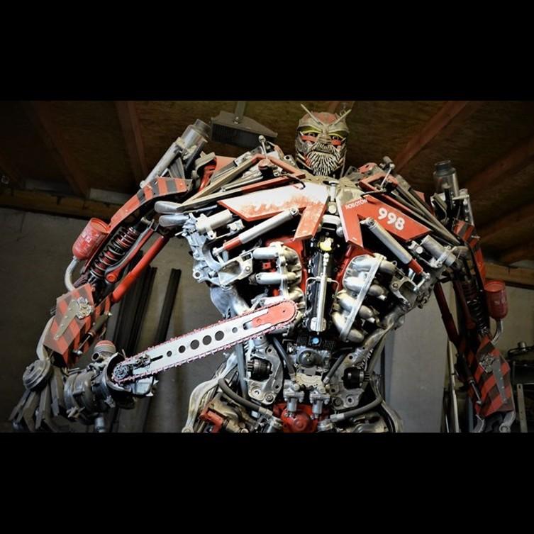 Bermodal besi bekas, pria ini bikin 12 karya seni mengagumkan