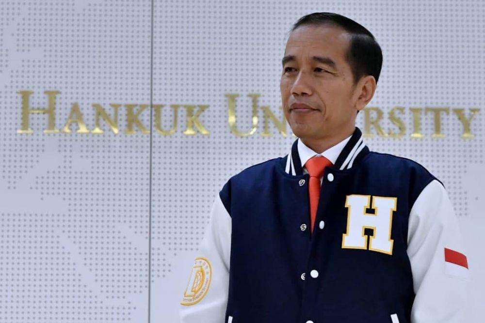 Jokowi jatuhkan jas  © 2018 brilio.net