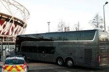 7 Penampakan mewah bus Manchester United, ada oven hingga kulkas
