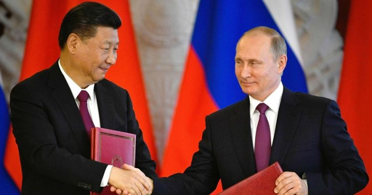 Makin erat, ini momen bromance Putin & Xi Jinping masak pancake bareng