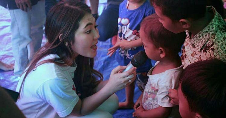 7 Momen Via Vallen hibur korban gempa Lombok, nyanyi & goyang dayung