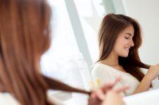 Tak perlu ke salon, begini cara mudah merawat rambut berminyak