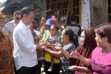 Jokowi buka kaca mobil, tiga pria ini berlari mengejar demi suvenir