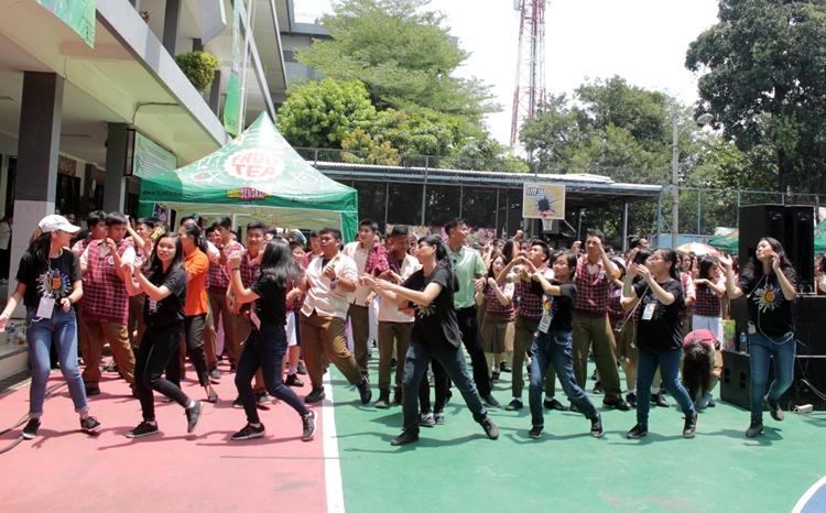 Meriah, boyband kelas dunia inibikin histeris anak SMA di Bekasi berbagai sumber