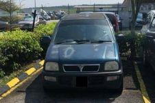 Warganet puji posisi parkir mobil ini, faktanya sulit disangka