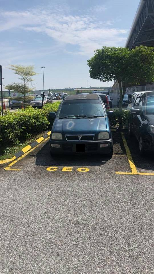 posisi parkir mobil dipuji © Facebook/thesiakapkeli