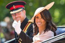 Seleb pria ini tirukan busana Meghan & Pangeran Harry, mirip nggak ya?