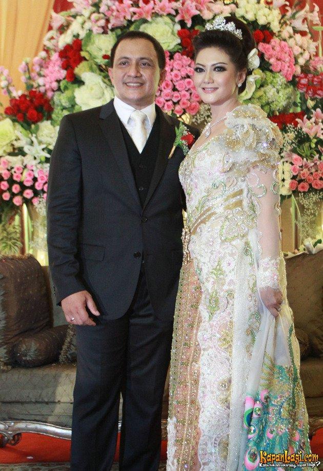 pernikahan seleb tak dihadiri keluarga  © 2018 brilio.net