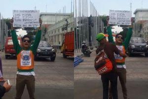 Pria ini kampanyekan aksi damai antar Bobotoh & Jakmania, bikin salut