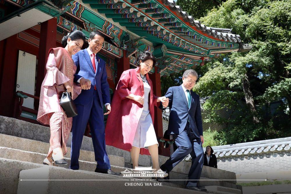 Momen romantis Jokowi dan Irian  © 2018 brilio.net
