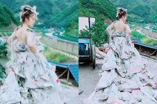 7 Potret gaun pernikahan dibikin 3 jam, bahan dasarnya unik abis