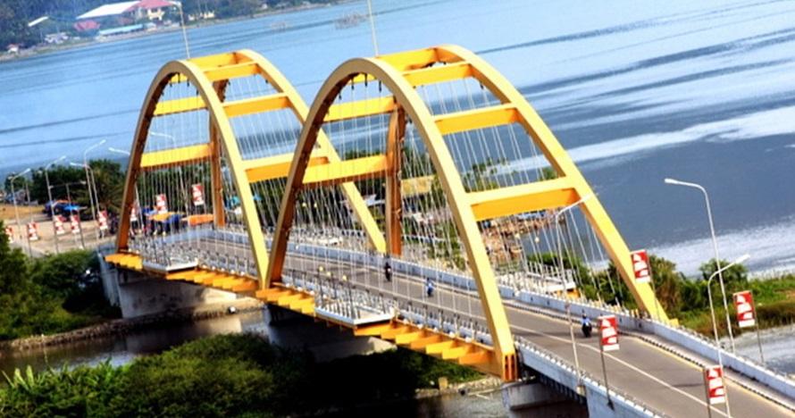 Ngeri, ini detik-detik jembatan ikon Palu runtuh akibat gempa 7,7 SR