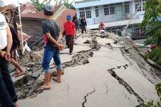 Dampak gempa Palu jalan naik setinggi rumah, videonya bikin merinding
