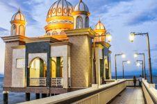 Diterjang gempa dan tsunami, masjid terapung di Palu tetap kokoh
