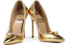 Pecahkan rekor termahal, sepatu hak tinggi ini dibanderol Rp 251 M