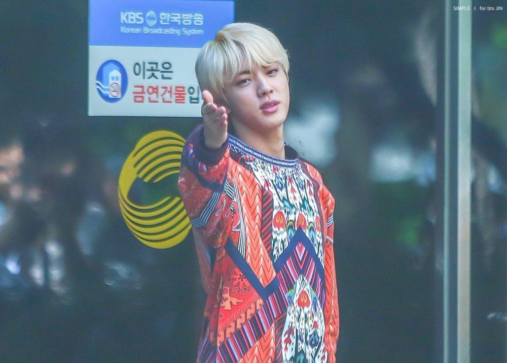 idol K-Pop pakai batik  © 2018 brilio.net