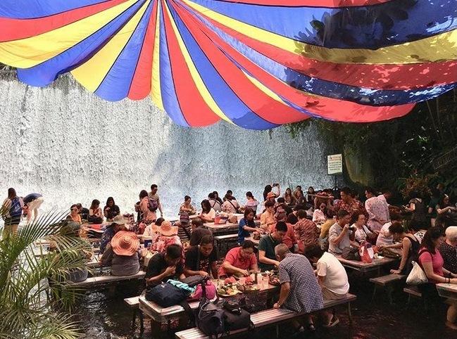 restoran di sungai Istimewa