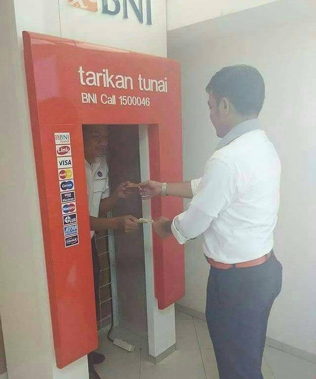 kelakuan di ATM © 2018 brilio.net