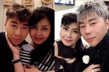 5 Momen ini bukti Roy Kiyoshi dekat dengan ibunya, anak berbakti ya