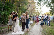 Wanita ini 'menikah' di pemakaman, kisah di baliknya bikin mewek