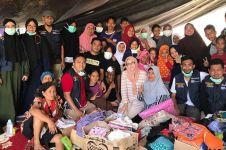 12 Momen Adelia Pasha berbaur dengan pengungsi gempa Palu