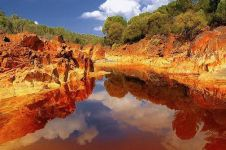 7 Danau indah ini ternyata airnya mengandung zat mematikan