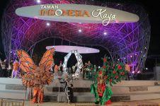 Nih taman kota yang punya fasilitas panggung pagelaran budaya, keren!