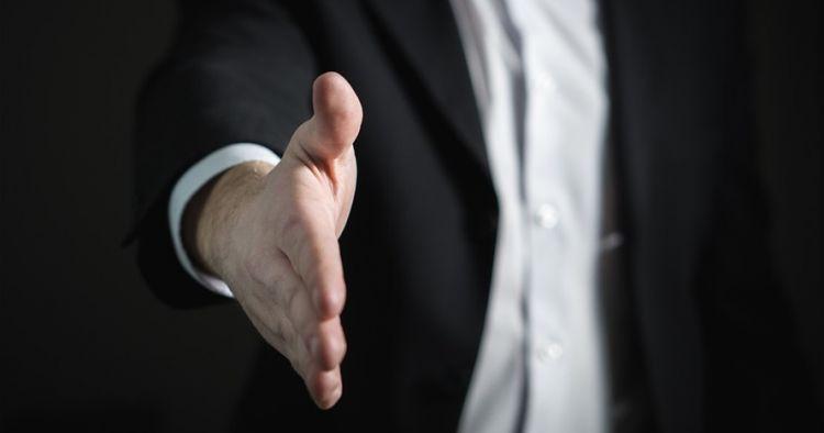6 Cara membaca kepribadian cowok lewat tangannya, cewek wajib ngerti