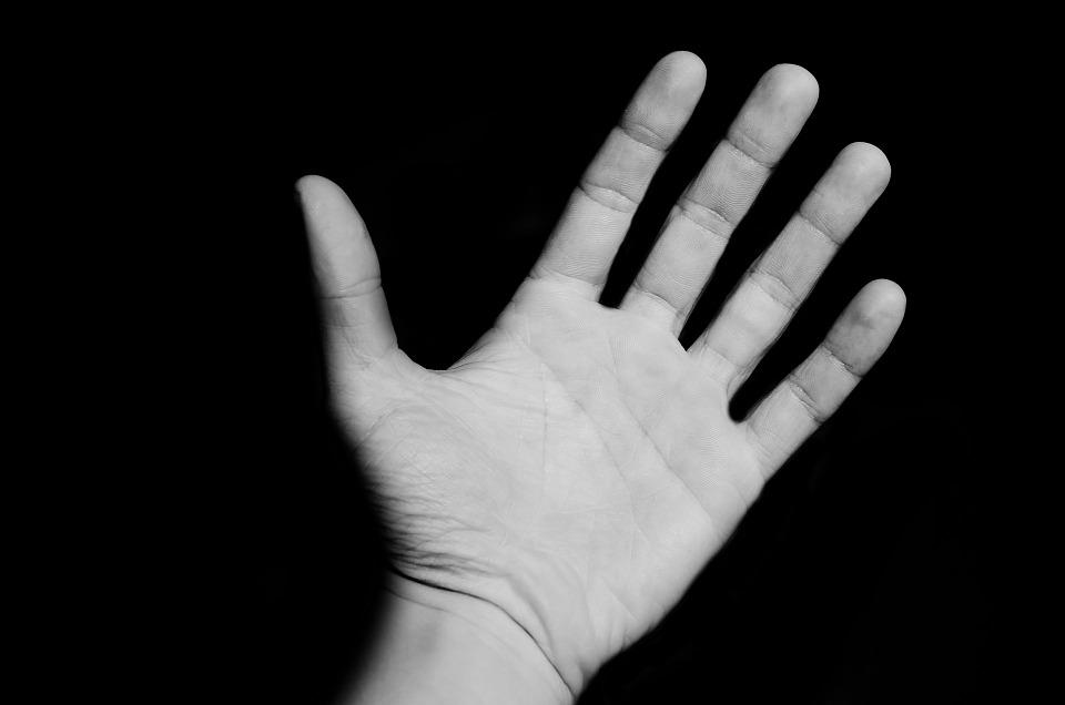 kepribadian tangan cowok © yourtango.com