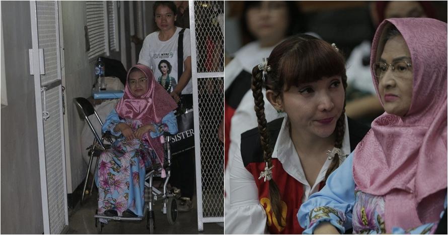 6 Momen Roro Fitria ditemani ibunya saat sidang