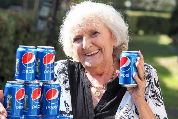 nenek konsumsi soda © mirror.co.uk