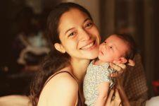 Jadi ibu baru, ini 8 momen Putri Marino bersama putrinya