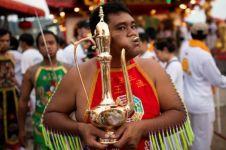 10 Orang ini bertindik ekstrem di sebuah festival, bikin ngilu