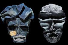 8 Kreasi lipatan item fashion ini hasilkan sosok aneh-aneh