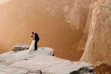 Super romantis, 5 foto prewedding di pinggir jurang ini mengagumkan