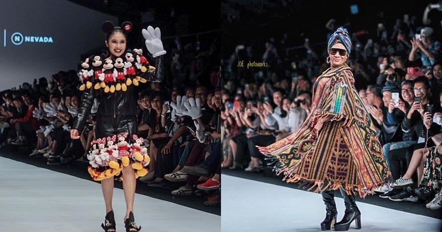 Gaya 13 seleb lenggak-lenggok di catwalk Jakarta Fashion Week 2018
