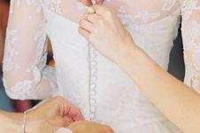 Cewek ini bikin gaun terbuat dari rambut ibunya, alasannya bikin haru