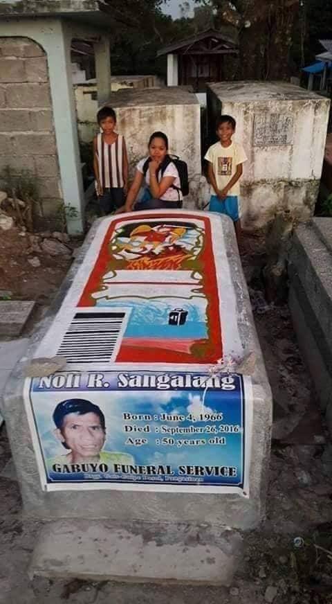 kuburan bentuk botol © Facebook/longkuntilmejia