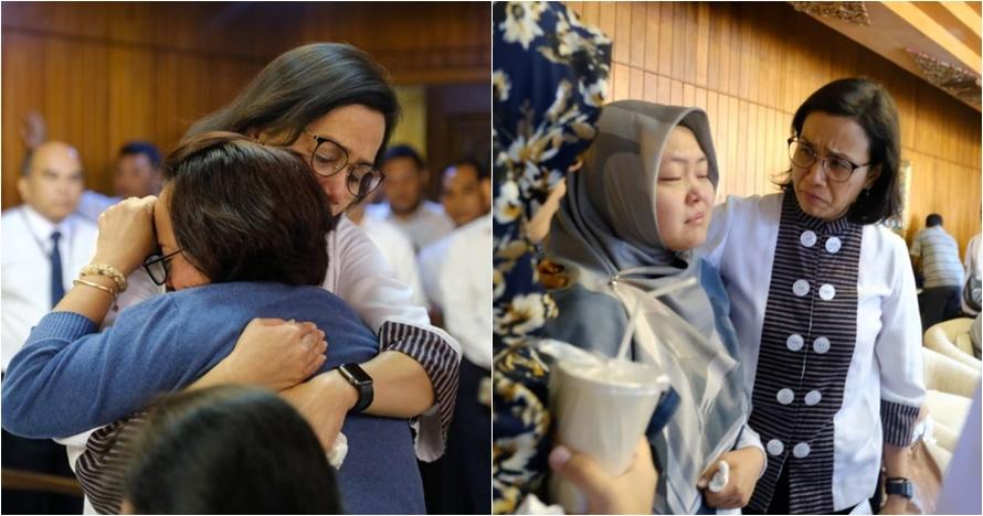 8 Potret haru Sri Mulyani tenangkan keluarga korban pesawat Lion Air