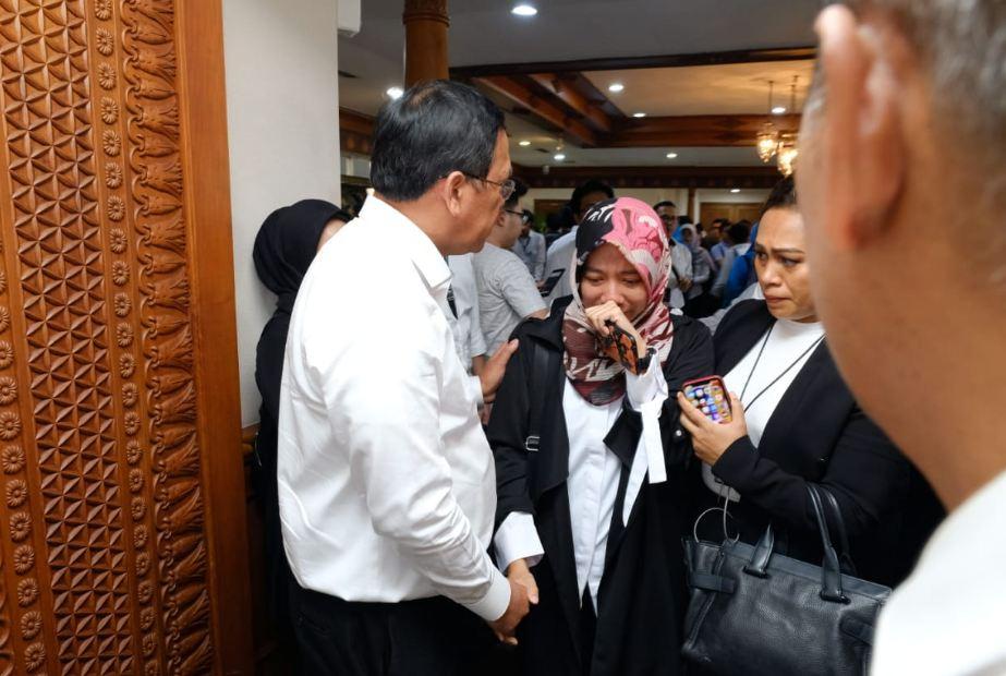sri mulyani dampingi keluarga korban © Twitter/@DitjenPajakRI