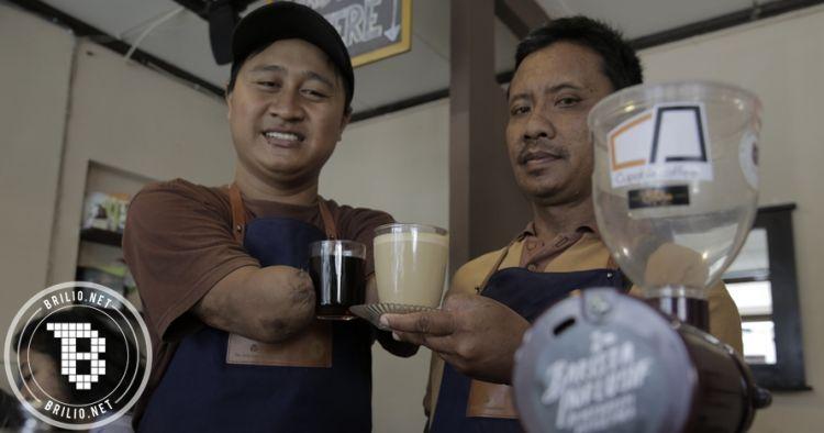 Kisah Eko & Yuli, barista tuna daksa sajikan kopi istimewa